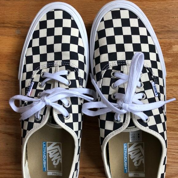 c6b9cb4971 Vans  Men s ultracush HD pro checkered low tops. M 5a92f663caab4490cd1729de